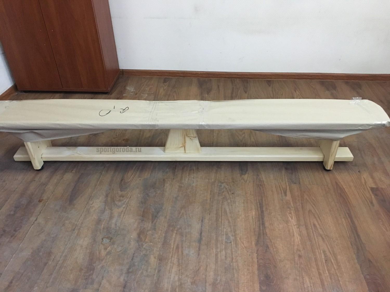 Скамейки с деревянными ножками фото